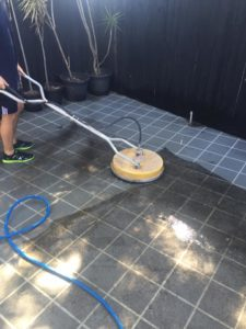 pressure cleaning driveway & patio area